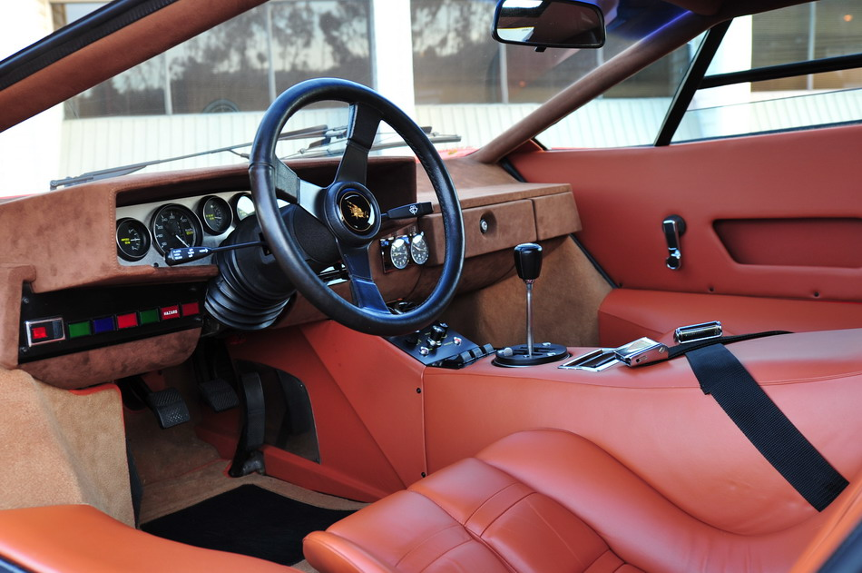 Lamborghini Countach LP400 Silvera -- Dash Left